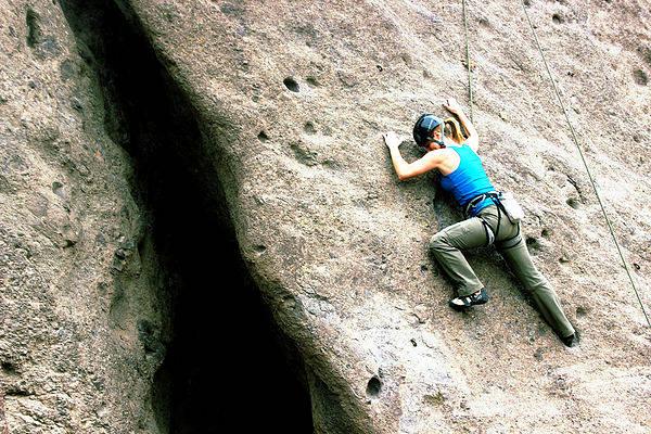 actividades para quemar calorías en verano escalada