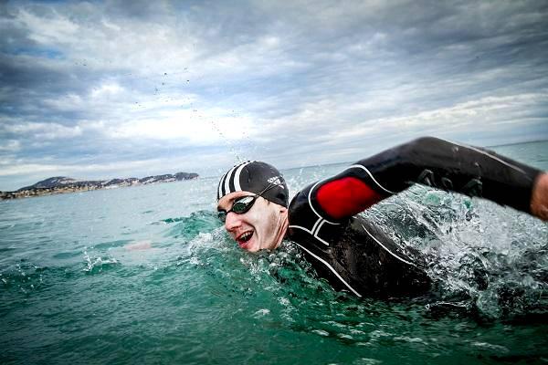 actividades para quemar calorías en verano natacion